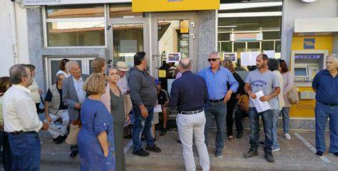 Διαμαρτυρία για το κλείσιμο της τράπεζας στις Κροκεές.(φώτο βίντεο)
