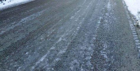 Με αντιολισθητικές αλυσίδες η κυκλοφορία λόγω παγετού σε πολλα σημεία.